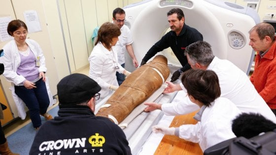 Mummy Usai is scanned as part of a restoration operation